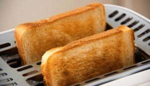 トーストした食パンの画像