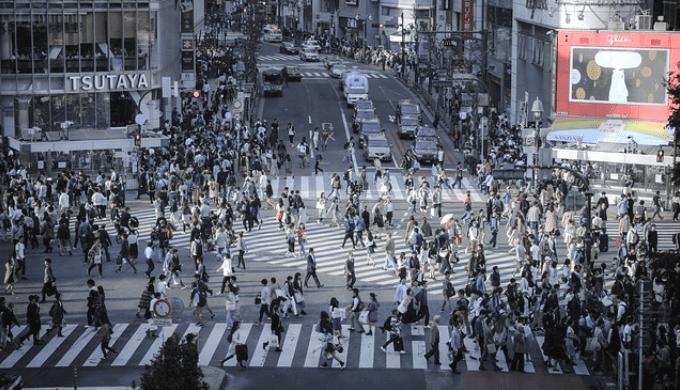 都会の人混み