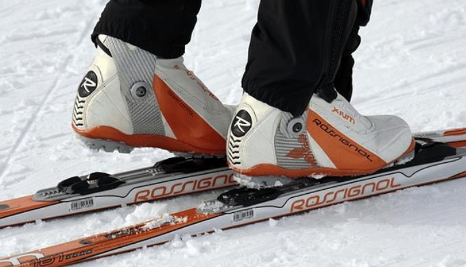 クロスカントリー用のスキー板