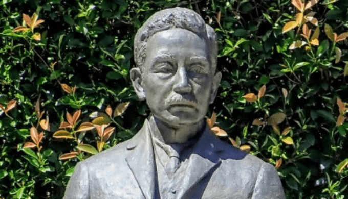夏目漱石の胸像