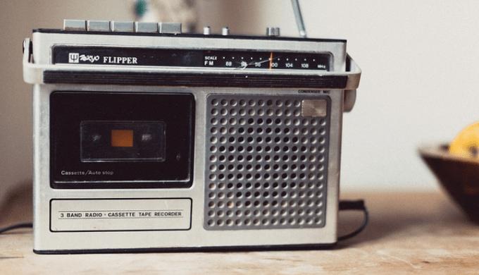 レトロな見た目のラジオ