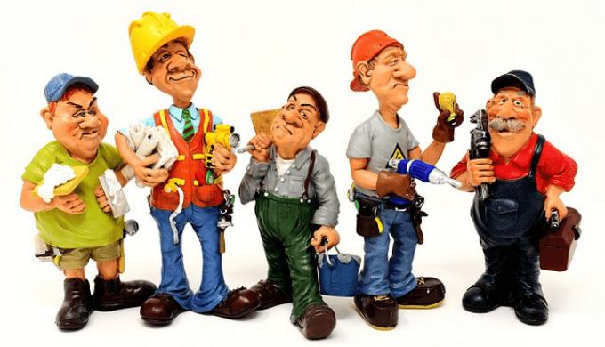 いろいろな作業服を着た人形たち