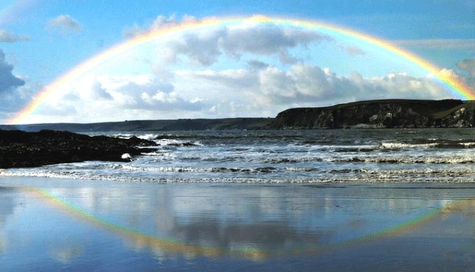 海辺に架かった虹