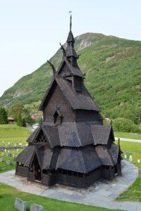 氷の城のモデルになったボルグン・スターヴ教会の画像