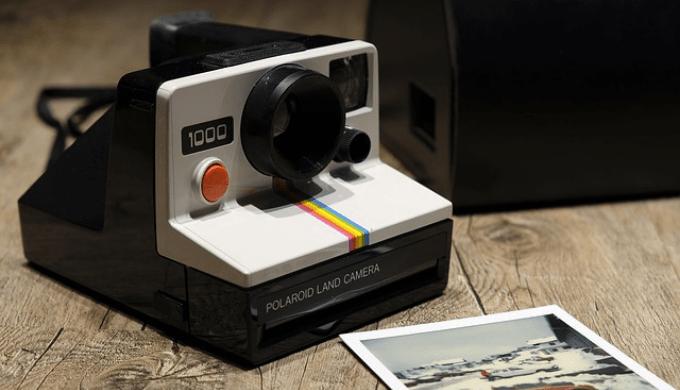 ポラロイド社製のポラロイドカメラ