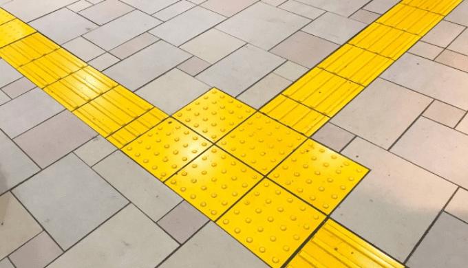 道路に敷設された点字ブロック