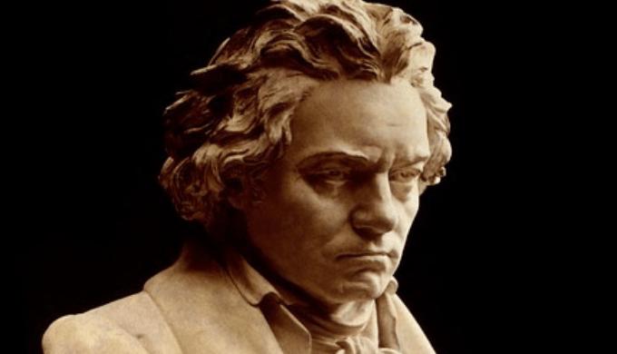 ベートーヴェンの石像