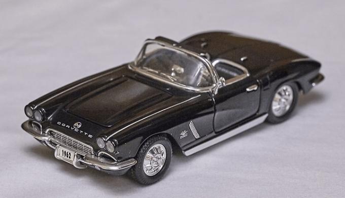 黒いオープンカー