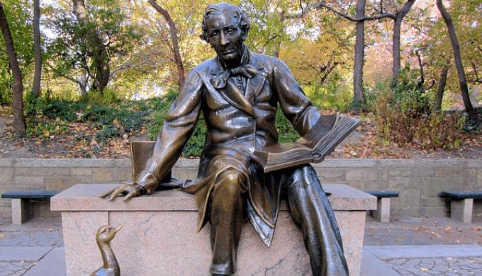 童話作家アンデルセンの銅像