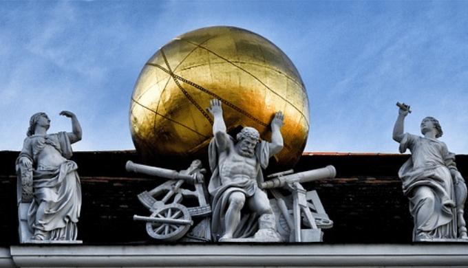 ギリシャ神話の巨人「アトラス」の銅像