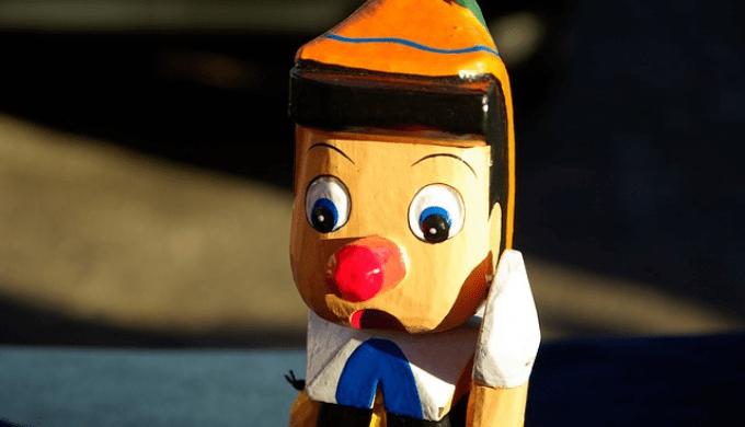 ウソをついて鼻が伸びたキノピオ