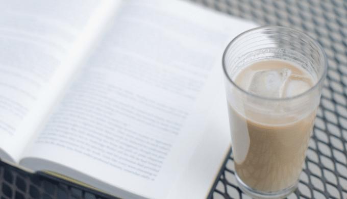 コーヒー牛乳と本